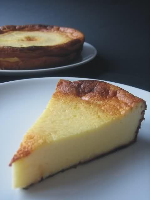 Si os gusta la tarta de queso al horno, os recomiendo que probéis esta receta. Es mi favorita, sin duda. Queda riquísima y muy jugosa. Además, como todas est...