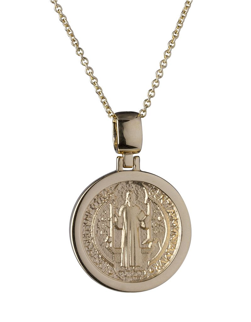20c80bc6775 Medalla de San Benito en oro de 18 kilates 18K Saint Benedict medal ...
