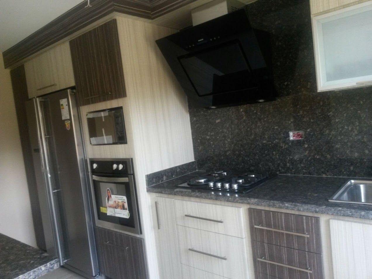 Esta hermosa cocina decovicmaca fue elaborada en tonos - Cocinas en negro ...