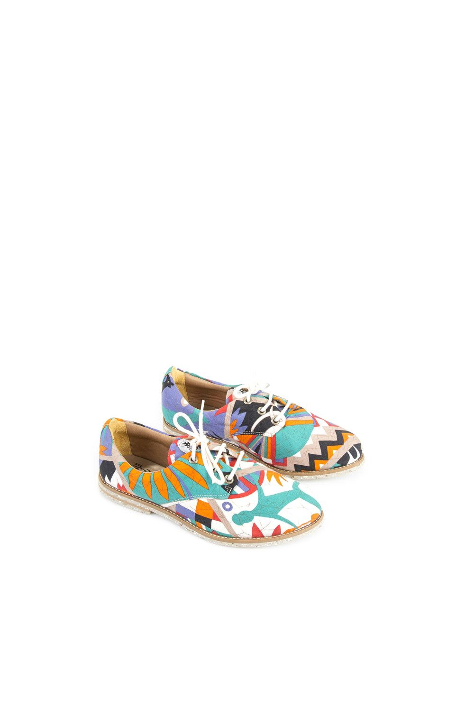 beb51378e Sapatos veganos e artesanais, feitos a partir da reutilização de roupas  vintage. Venda online