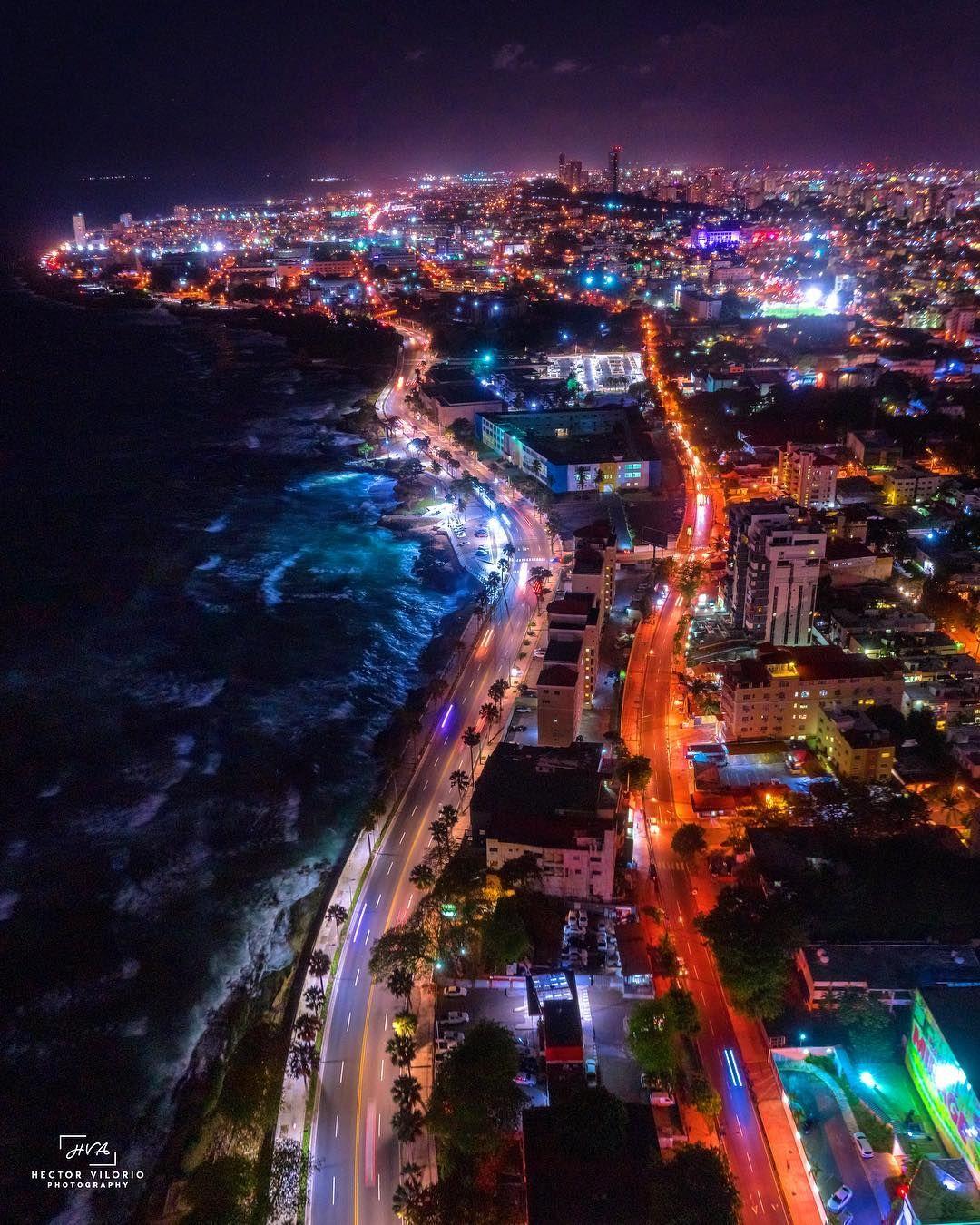 Vista nocturna del MALECON y la Avenida Independencia, en SANTO DOMINGO,  República Dominicana... 🇩🇴🌃🌛 . . Me gusta fotografi…   Beach trip,  Places to go, Travel