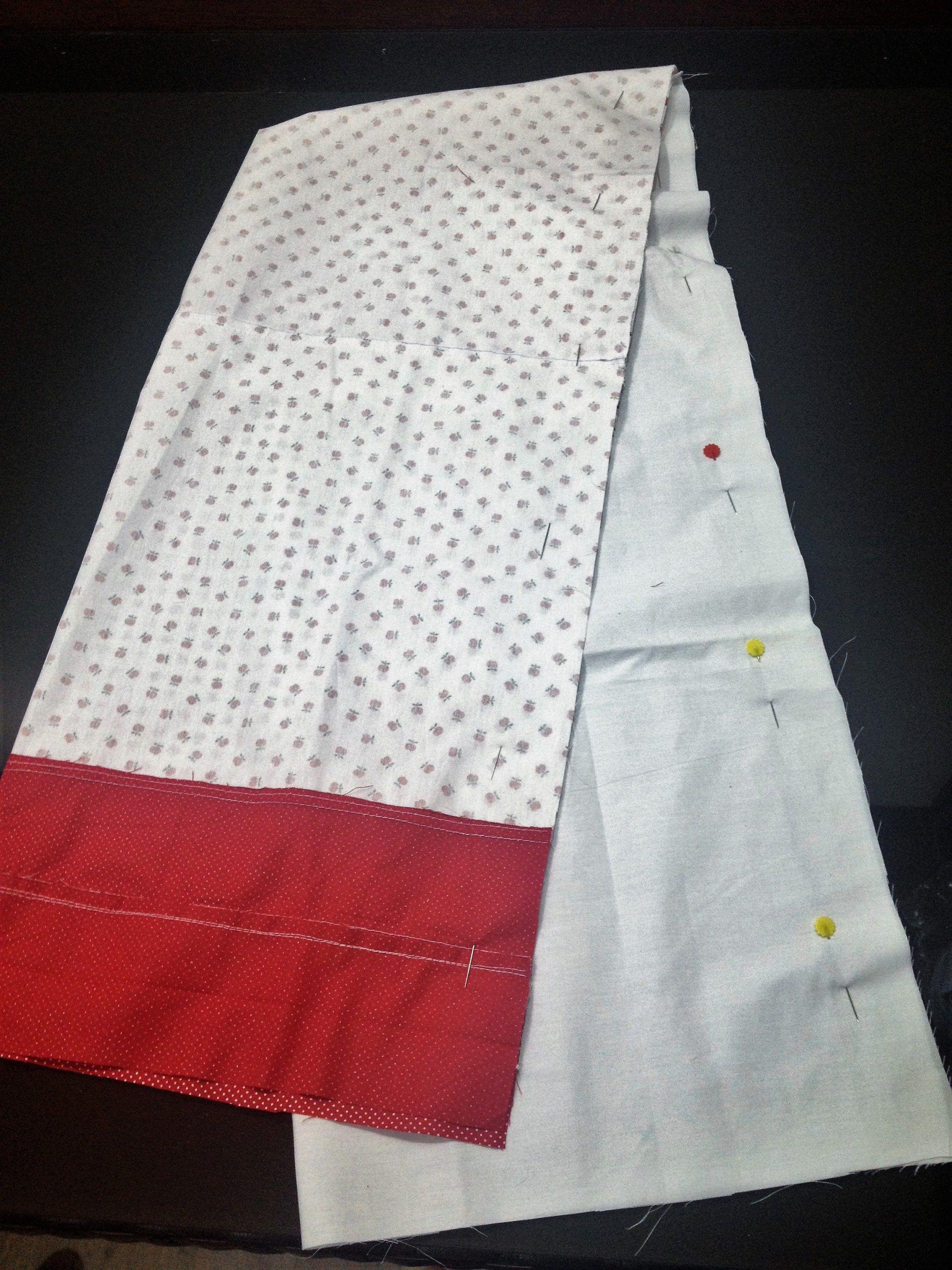 Olá, este é um porta saco de tecido com aplique de coruja. É muito prático pois, comporta sacolinhas de mercado em um único espaço e decora o ambiente. O porta sacos ou sacolas foi feito nas cores …