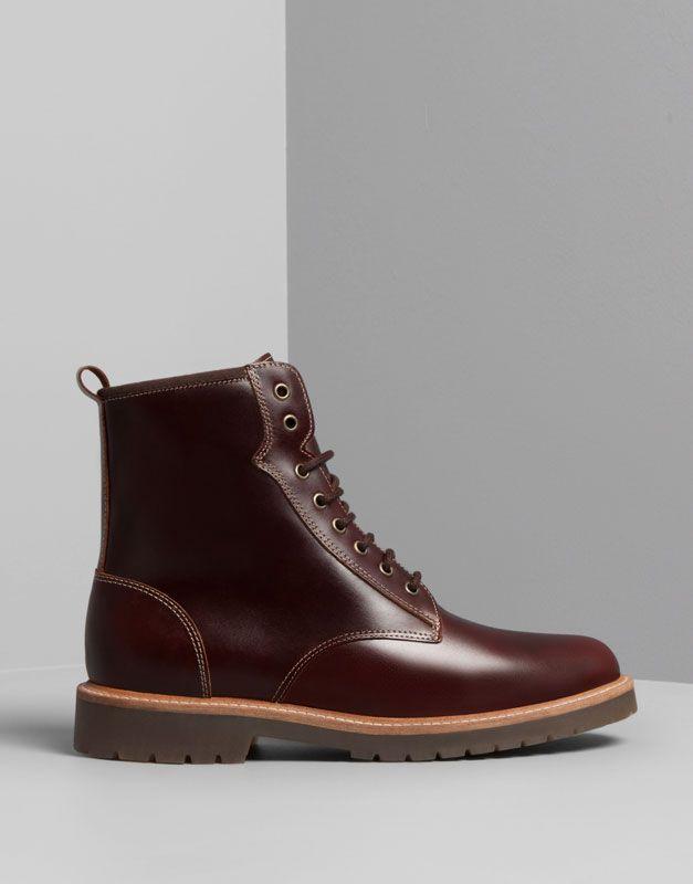 f06d5284fb558 Pull Bear - hombre - zapatos hombre - bota militar piel forrada - granate -  17060312-I2014. Es botas casual y moreno.