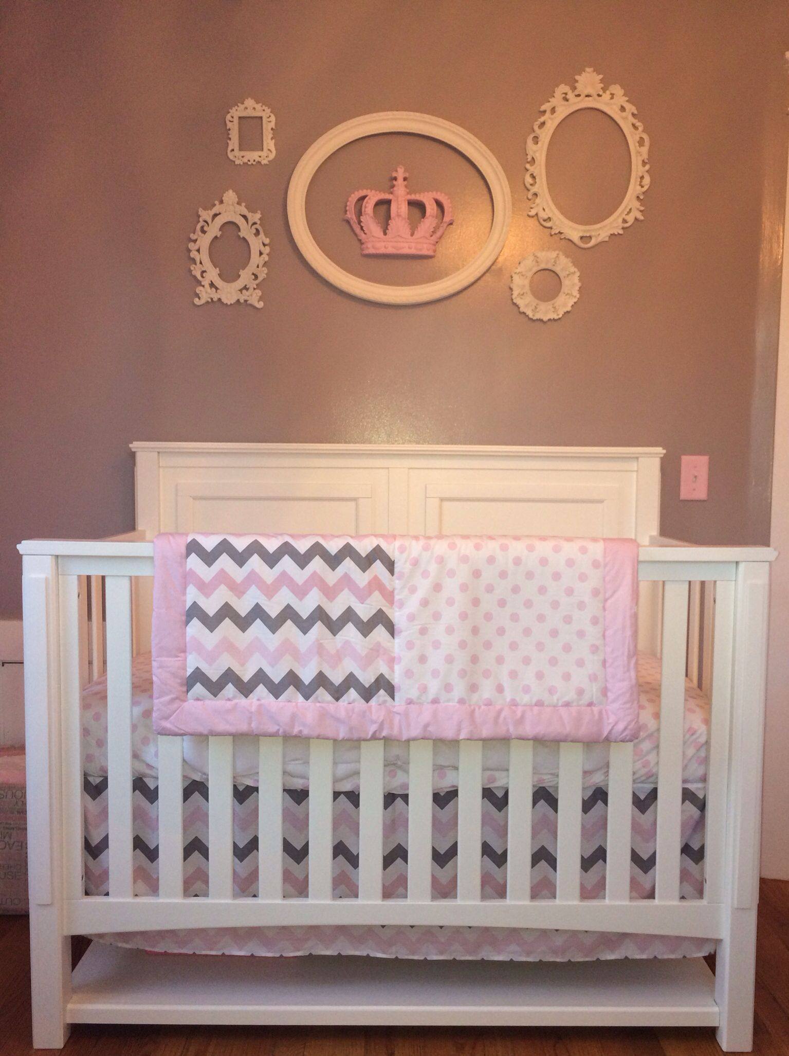 Crib With Empty Frames