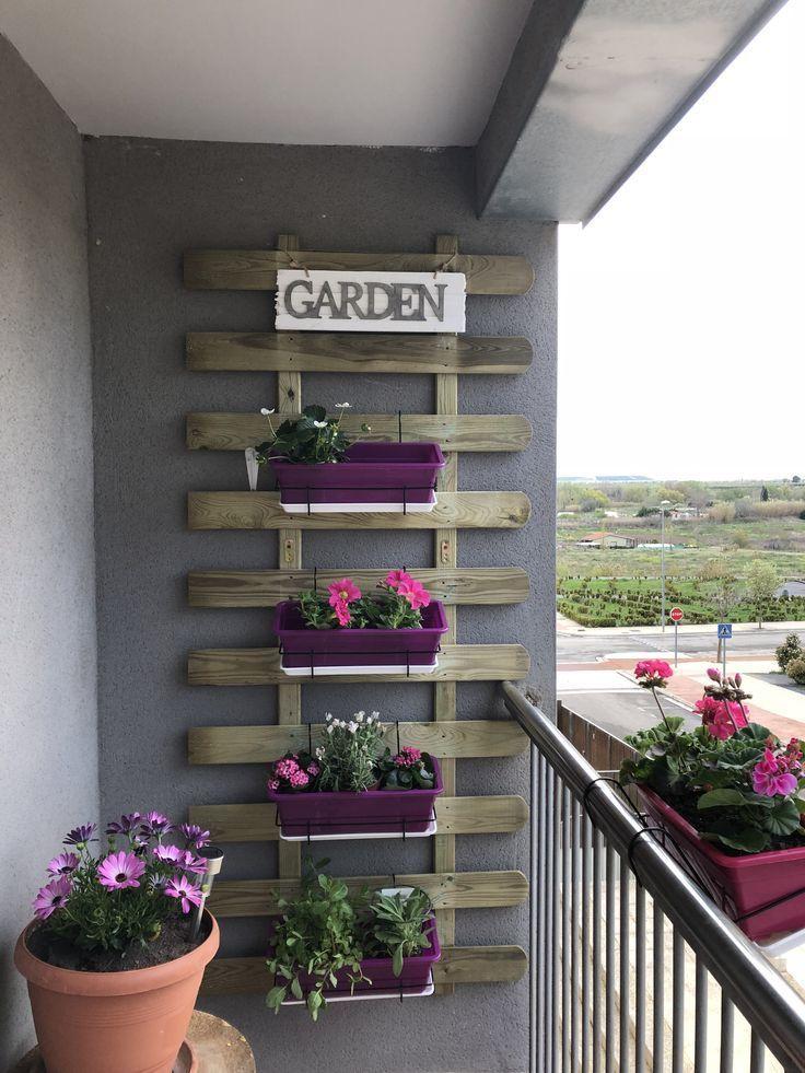 Ein tolles Wochenende Projekt. Sogar ein kleiner Balkon bietet Platz für … - Balkon Garten 100 #wohnungbalkondekoration