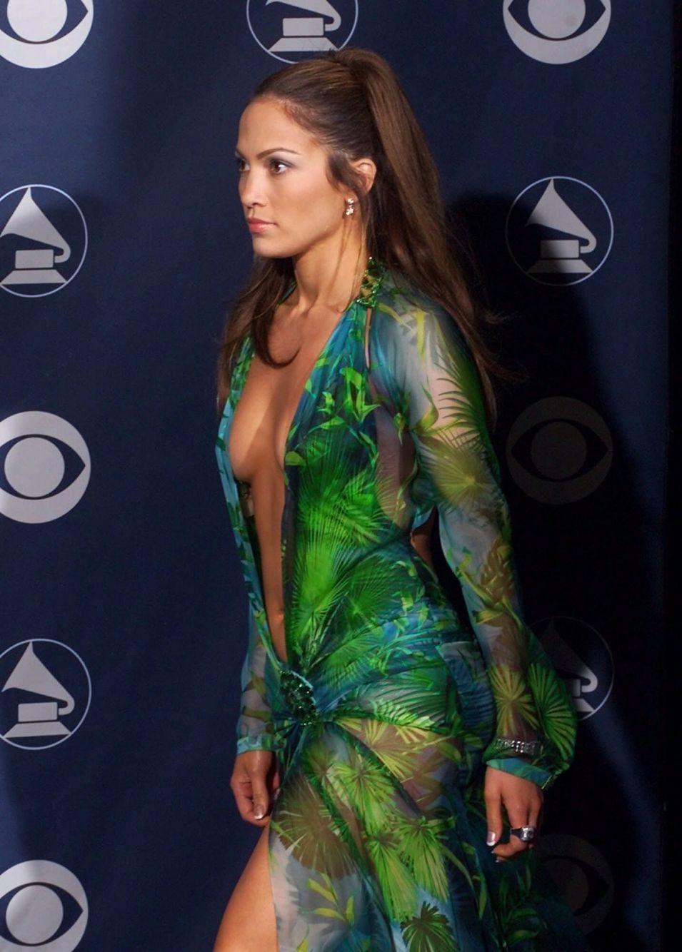 Jennifer Lopez Jlo Iconic Dresses Jennifer Lopez Green Dress Fashion [ 1334 x 955 Pixel ]