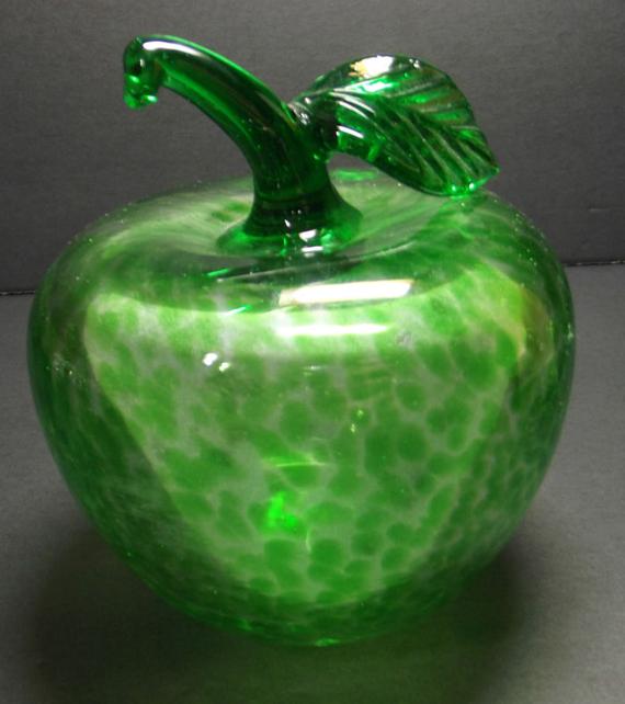 green art glass apple paperweight beautiful glass pinterest green art glass art and. Black Bedroom Furniture Sets. Home Design Ideas
