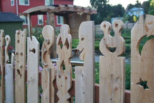 Holzpfosten Gartenzaun-geschnitzt Design Ideen Garten - gartendekoration aus holz