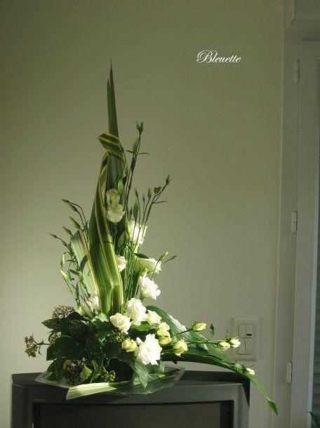 colonne de lisianthus avec une fl che en phormium rosas pinterest art floral floral. Black Bedroom Furniture Sets. Home Design Ideas
