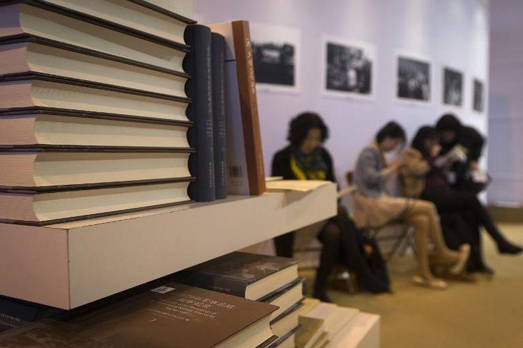 Au Salon du livre à Paris, le 22 mars 2014