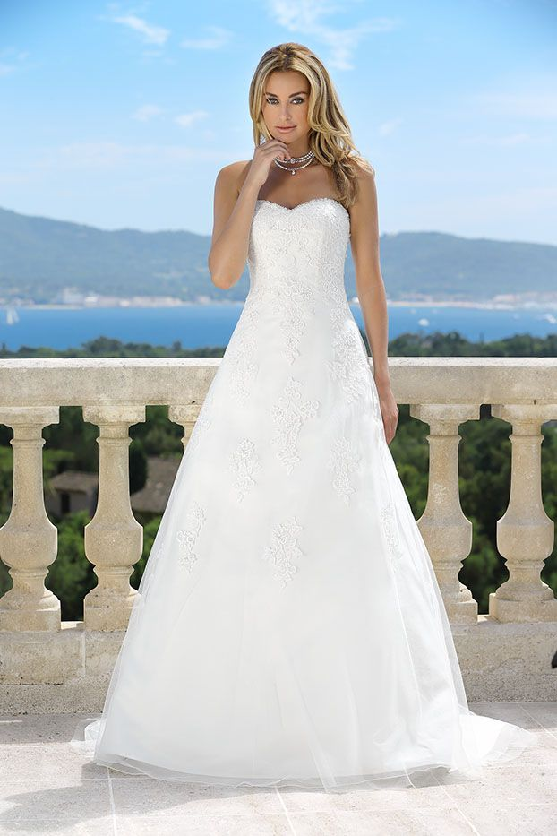 Dress from the 2017 Ladybird collection | #1 bridal gowns ...