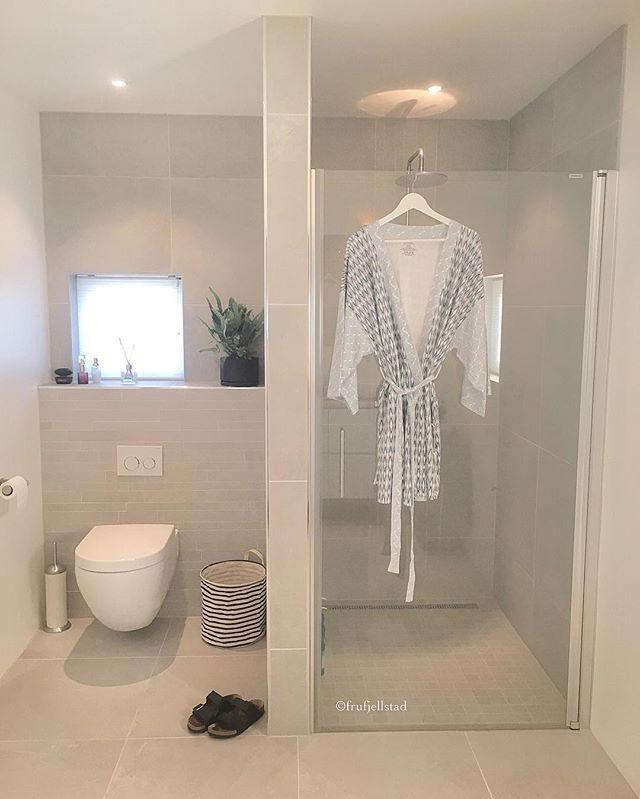 ☀️God morgen☀Happiness is--> søndagsmilen done🏃🏼😅nå venter dusjen og den deilige morgenkåpen jeg vant hos @lillebaogherremann 👌🏻💙 #themechallenge @bjerkan.interior ☀️Good morning☀️Another beautiful day awaits🍁🍃🍂Love my new bathrobe from @lillebaogherremann 👌🏻💙 #charmingsunday @futurenordichome  #mitinspo @mitlyse