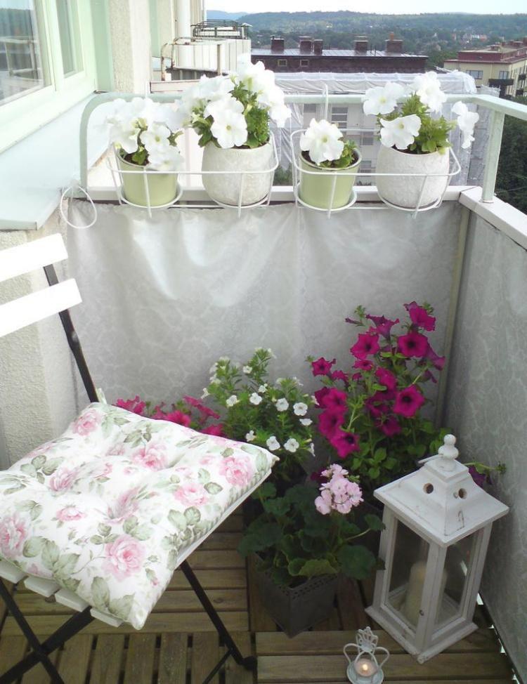 stoffbespannung holz balkonfliesen wei und rosa blhende blumen balkon ideenbalkon gestaltentipps - Balkon Mit Blumen Gestalten