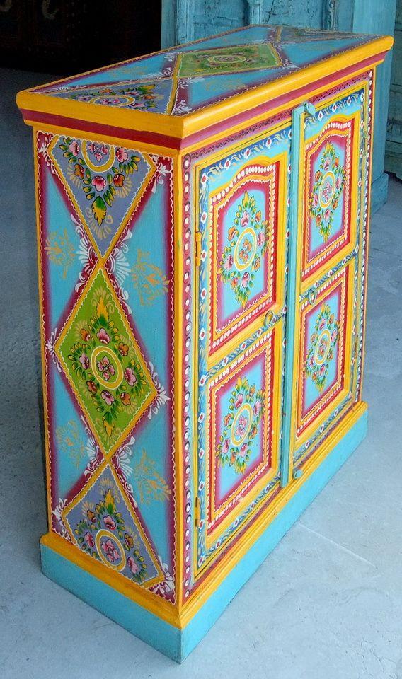 Pin von Induja auf ThePinUpBoard | Pinterest | Bemalte möbel, Möbel ...