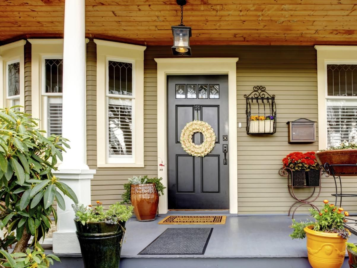 What is the meaning behind different door colors doors - Front door color meanings ...