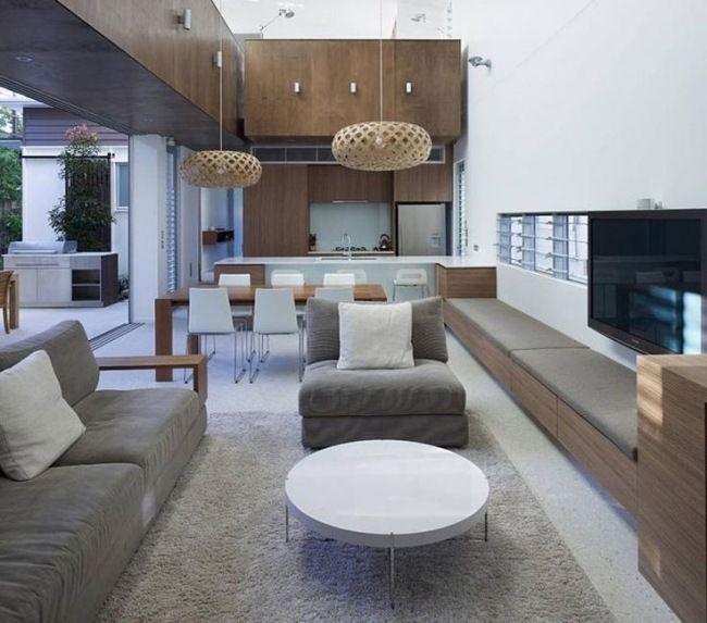 Wohnzimmer Mit Offener Küche Holzmäbel Graue Polsterung Weiß - Wohnzimmer mit offener kuche