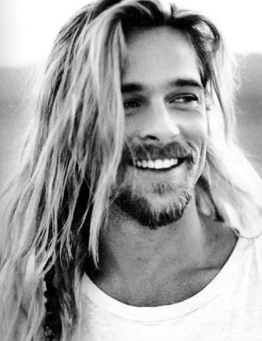 Throwback Brad Pitt 1994 Legends Of The Fall Era Bleached Long Hair Lipstick Alley In 2020 Brad Pitt Long Hair Brad Pitt Brad Pitt Hair