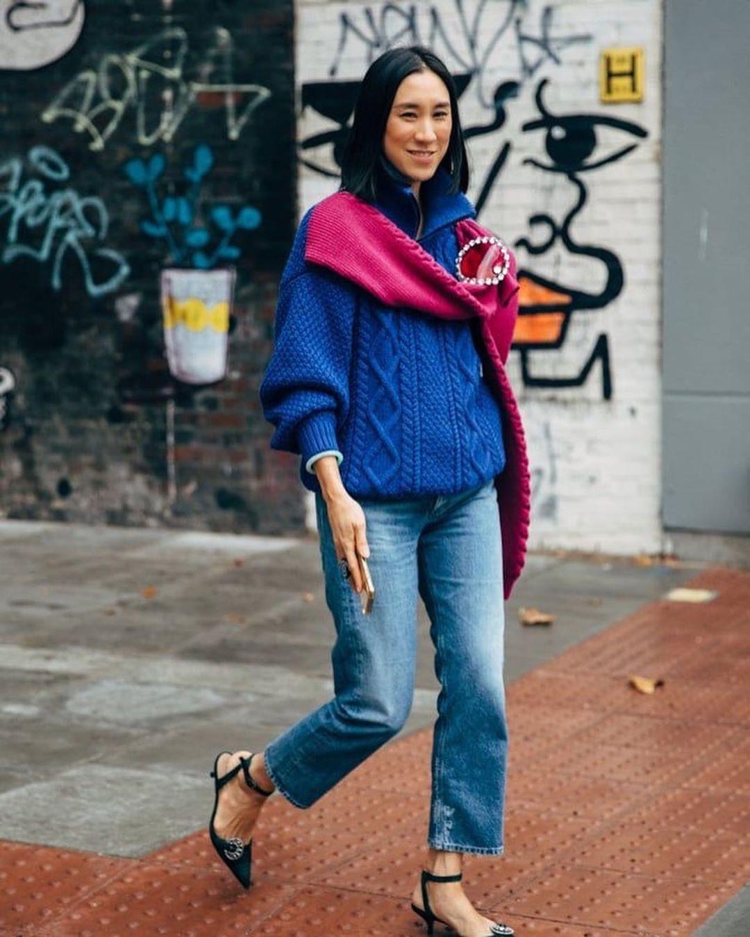 كيف ترتدي الأزرق الكلاسيكي لون بانتون لعام 2020 Stylish Street Style Sweater Design Bulky Sweaters