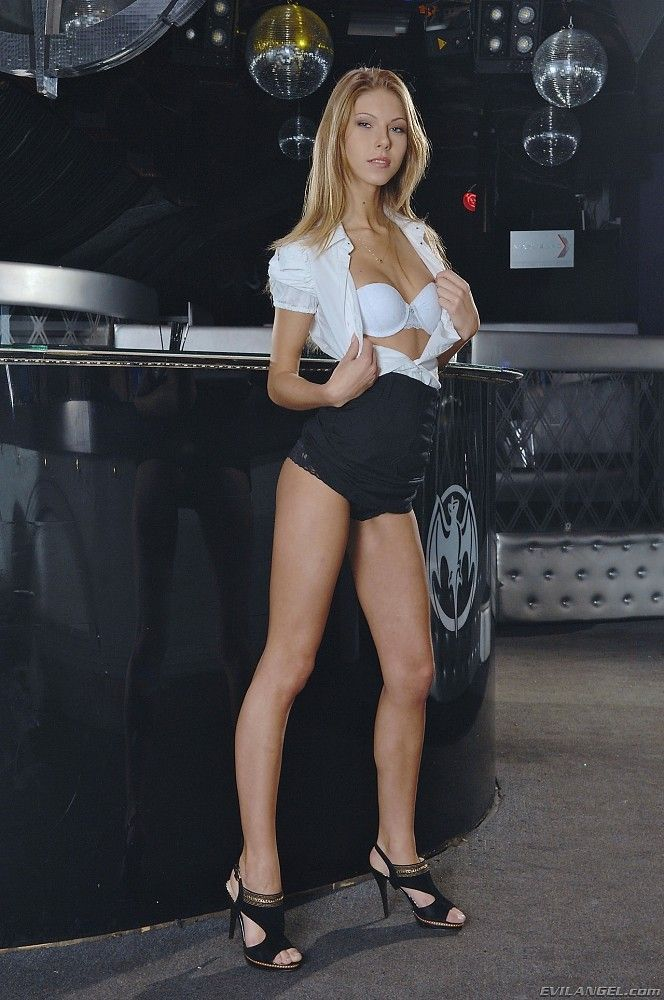 Posing Outdoor In A Bikini Is What Delicious Krystal Boyd