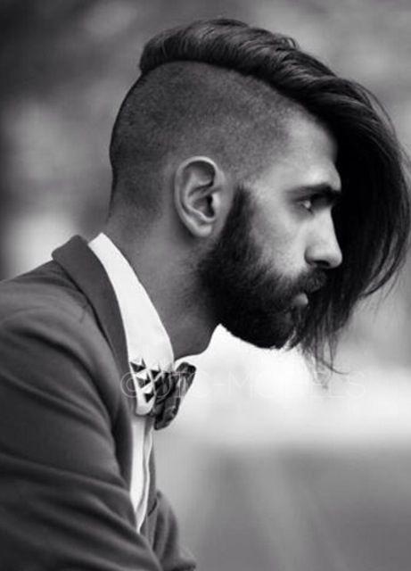Coiffure Homme Au Style Très Fort Cheveux Rasés Sur Le