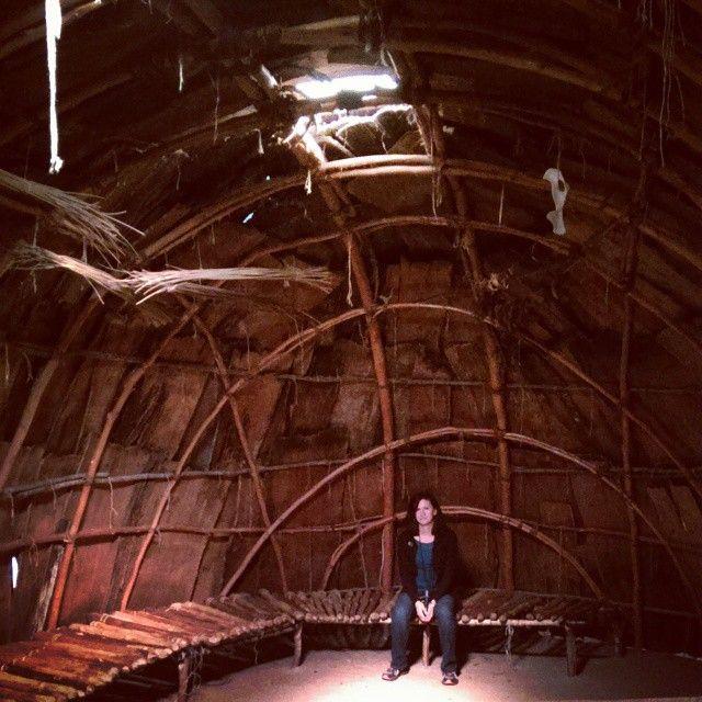 #wigwam #museum #Pequot #PequotMuseum #wood #structure #bench #nativeamerican #americanindian #culture #history #historic #farawaypeople -- via @suzsus