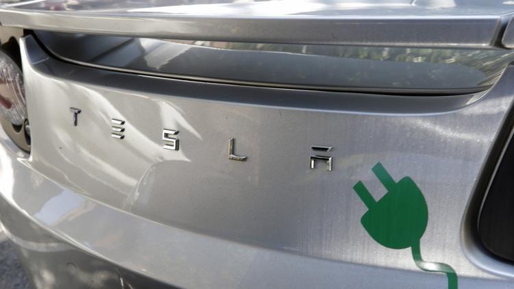 Tesla Model X On Track To Ship Carmaker Is Winning N J Dealer Fight Car Battery Tesla Electric Car Tesla Motors