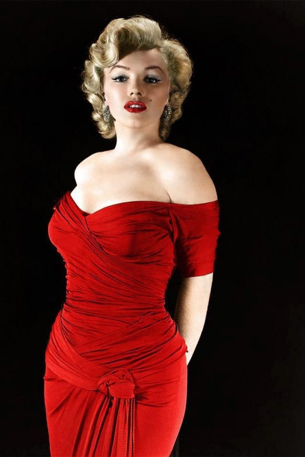 Monroe Marilyn red dresses pictures