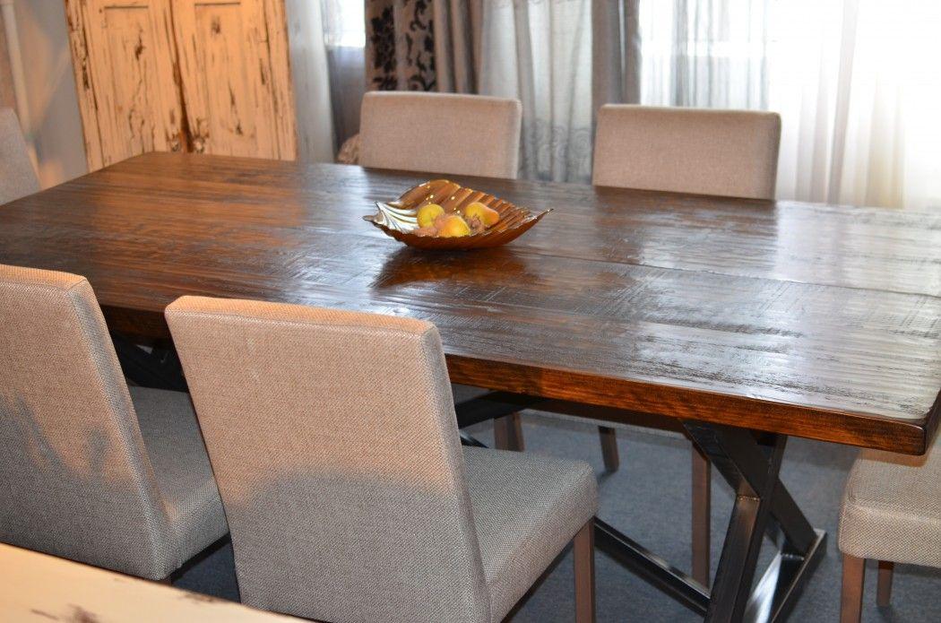 Vous recherchez une table de bois massif ? Nous avons aussi un vaste