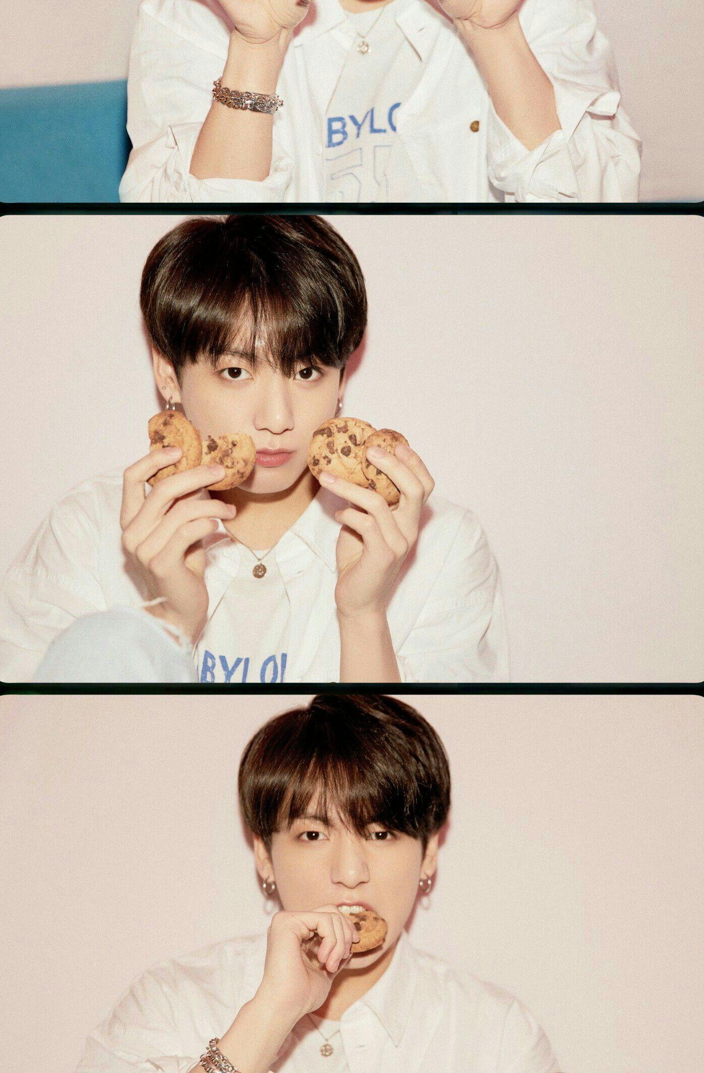 Kookie Eating Cookies Uwu Album Bts Jungkook Bts Jungkook