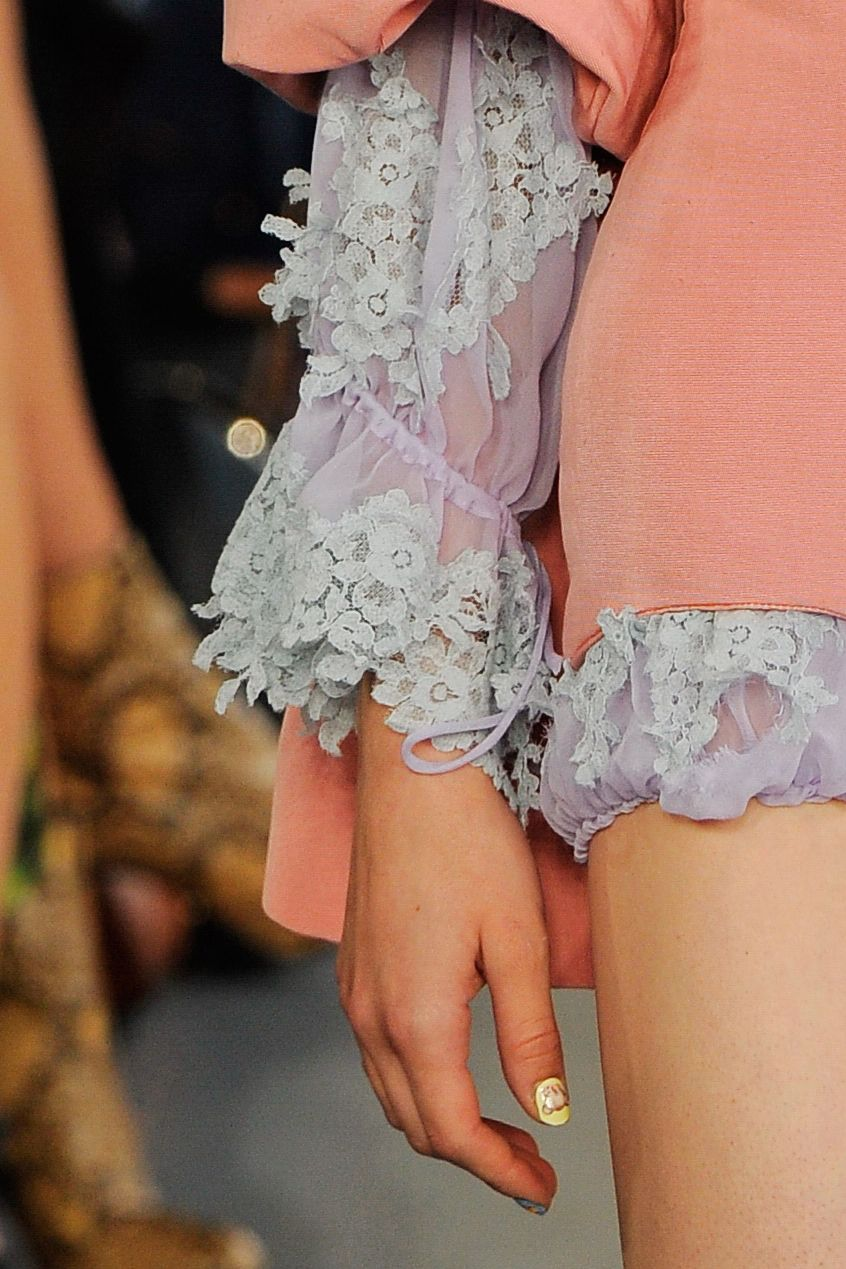 Three-quarter sleeves pastel. Meadham Kirchhoff.