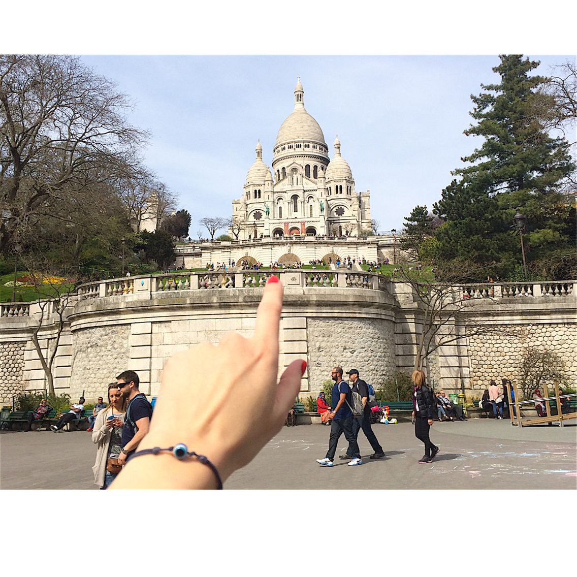 Ojo is everywhere. Send us your picture. #social #paris #sacrecoeur #Montmartre  #bracelet #pulsera #friendship #amitié #amistad  #luckycharm #portebonheur #cadeau #regalo #gift #suerte #protección #chance #evileye #mauvaisoeil #maladeojo #ojo #eye #oeil #bijoux #jewelry