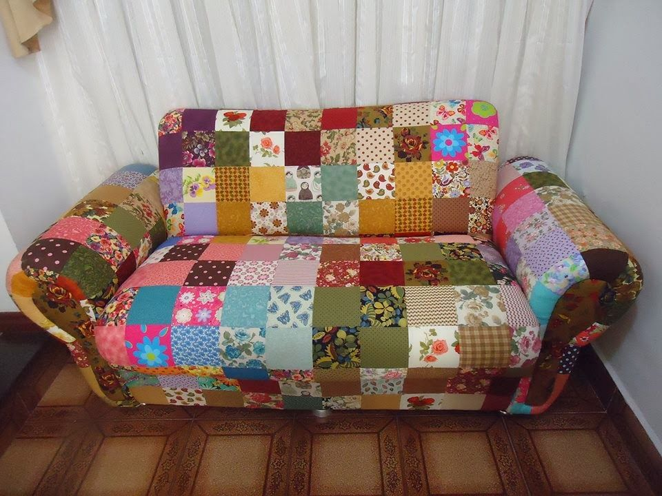 Patchwork by val ria retalhomania sof em patchwork for Sofa patchwork