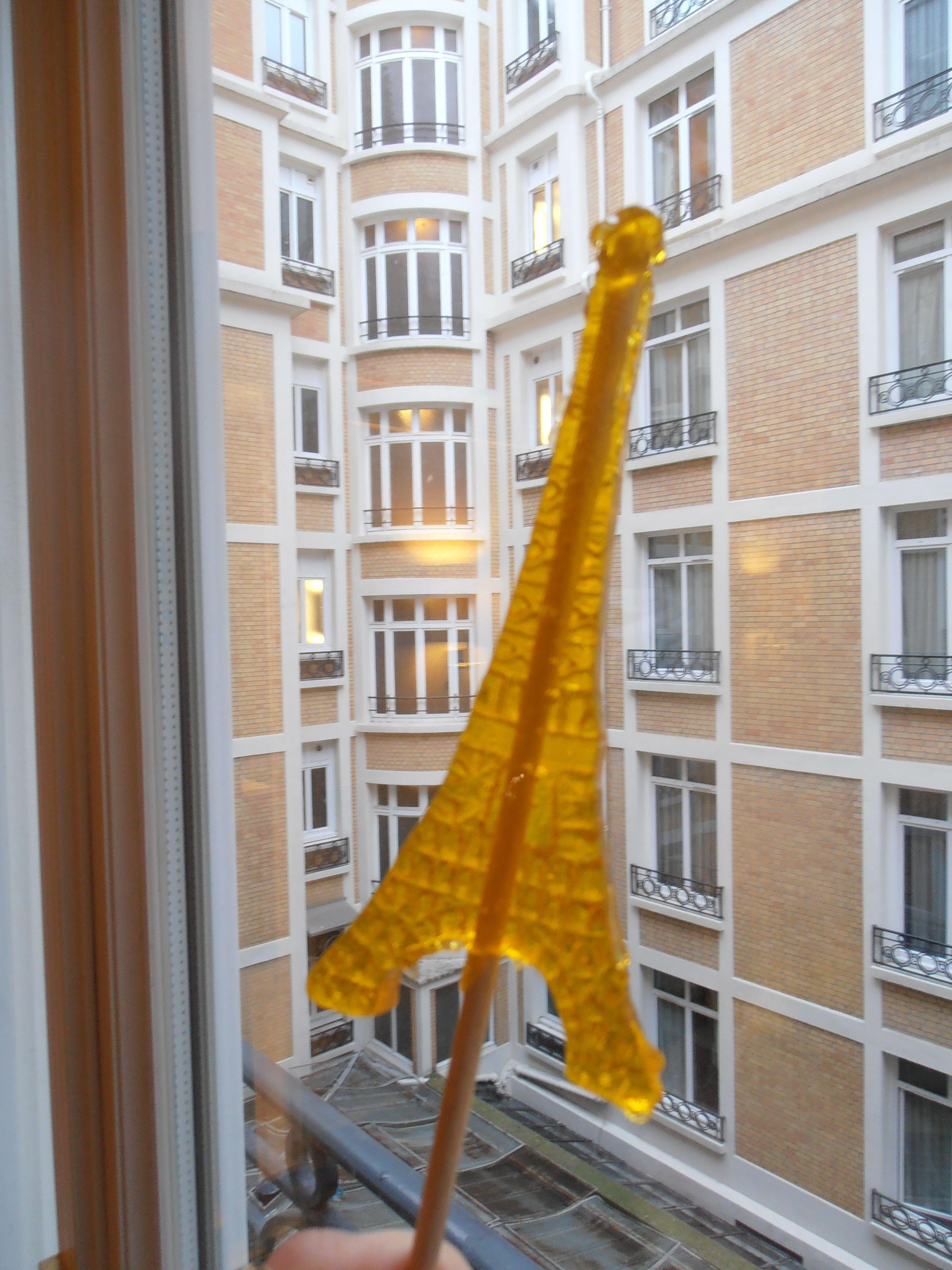 Candy Eiffel Tower. Looks like a rocket...   www.anamolina.es