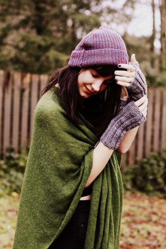 The Stylish Wanderer wears The Recycled Fisherman Beanie by   AmericanApparel  Bloggers  TheStylishWanderer 16a7bde7188