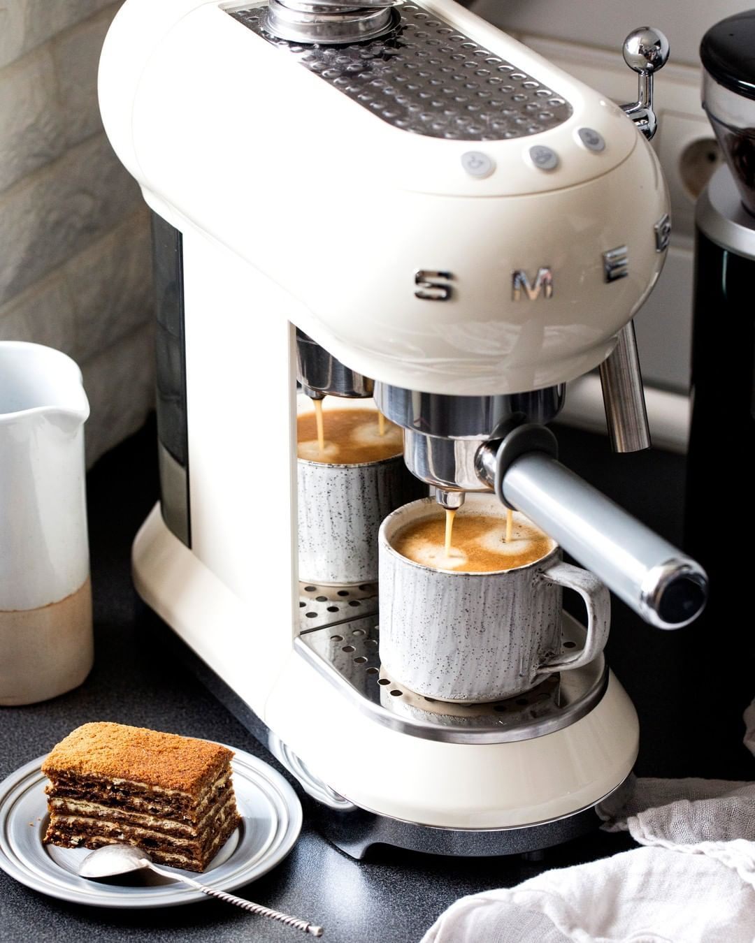 Our 50's Retro Style Espresso Machine is a compact and iconic design. Did you know that you can use coffee grounds and paper pods to prepare your favourite coffee? The perfect way to have coffee at home. #coffeetime #cafe #coffeelover #coffeeaddict #coffeeshop #espresso #coffeegram #smeg #appliance #interiordesign #design #home #homedecor #espressoathome