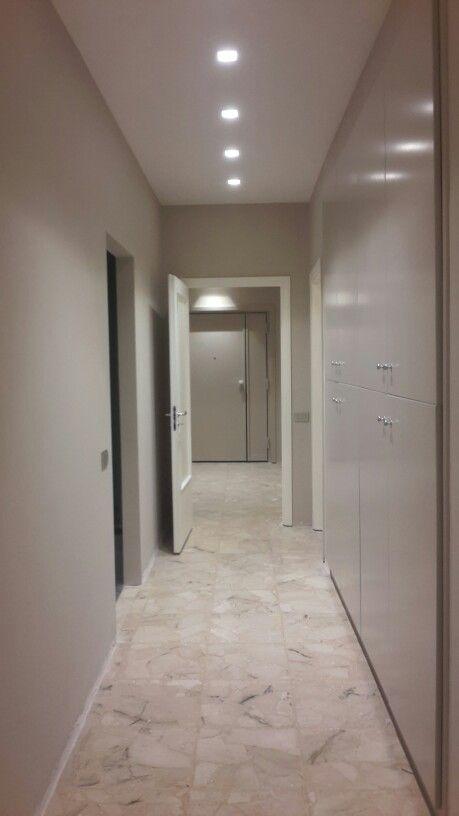 Illuminazione corridoio arredamenti pinterest for Carta da parati per soffitto
