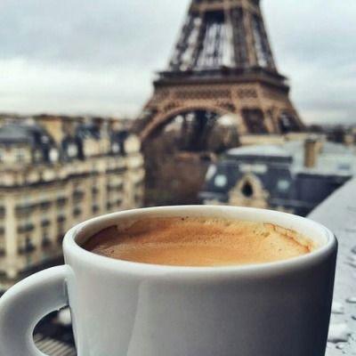 Cafe Au Lait And Eiffel Tower View Coffee Break Makanan Minuman Makanan