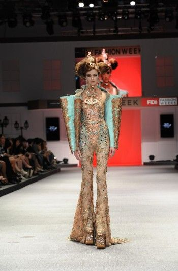 Awe-inspiring opening look by Asian Couturier Extraordinaire Guo Pei at the FIDé Fashion Weeks, October 2013.