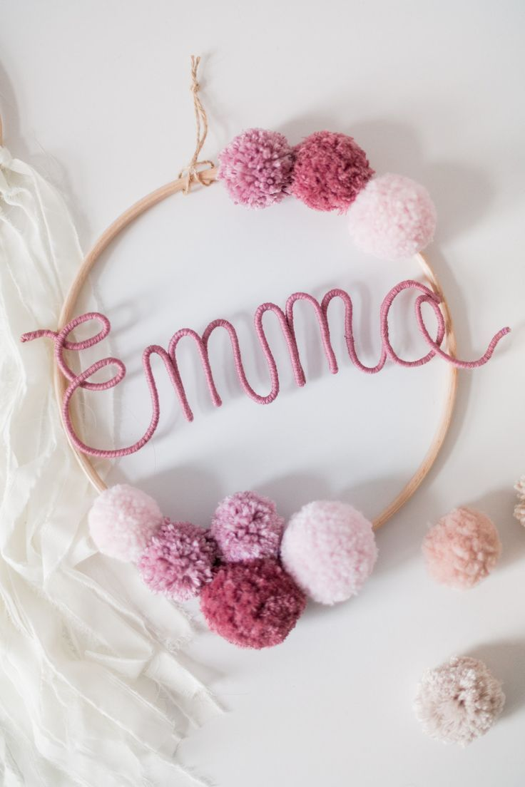 Namenskreis mit #Bommeln als schöne #Deko für das #Kinderzimmer. #Traumfänger #Mobile mit dem #Namen Deines #Kindes. / #decoration idea for your #children's room. Hanging frame with #pompoms and the #name of your #child. #Nursery decoration made by Momo & Carla via DaWanda.com #nurseryideas