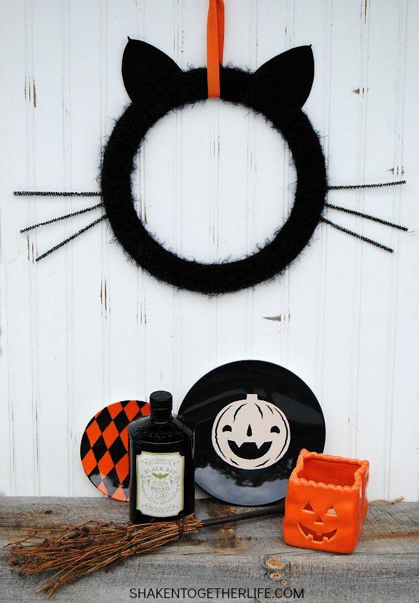 Coronas De Halloween Que Puedes Hacer En Casa Manualidades Ideas Cosas De Halloween Decoración De Halloween Decoración Halloween