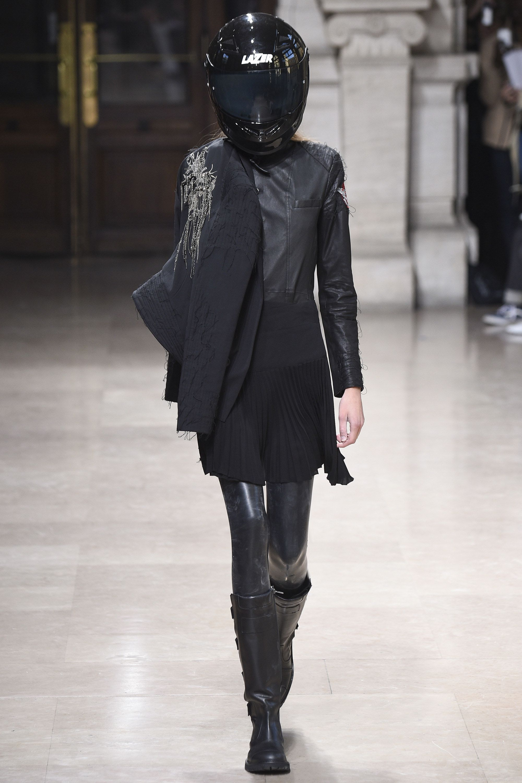 http://graveravens.com/2015/10/01/a-f-vandevorst-ready-to-wear-ss-2016-pfw/