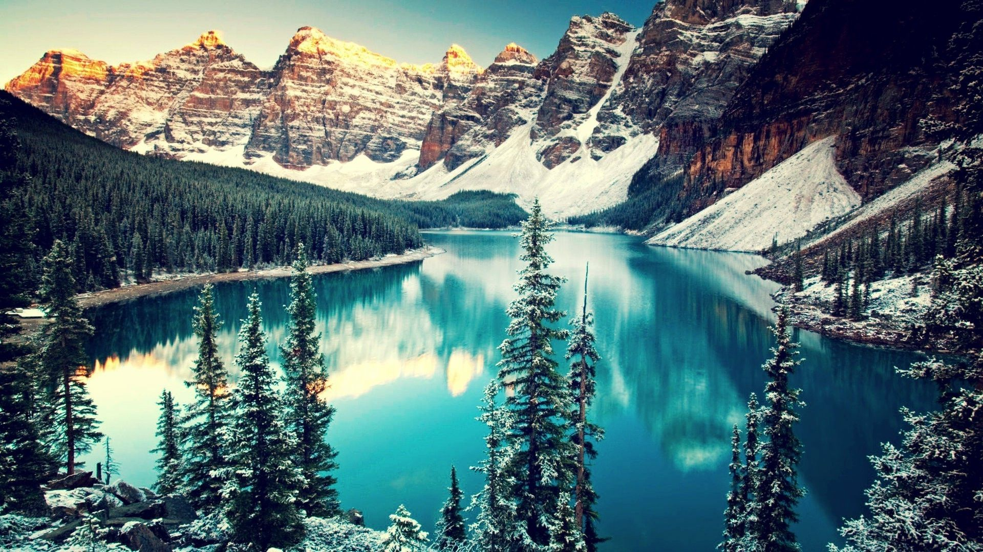 Moraine Lake and the Valley of the Ten Peaks HD desktop
