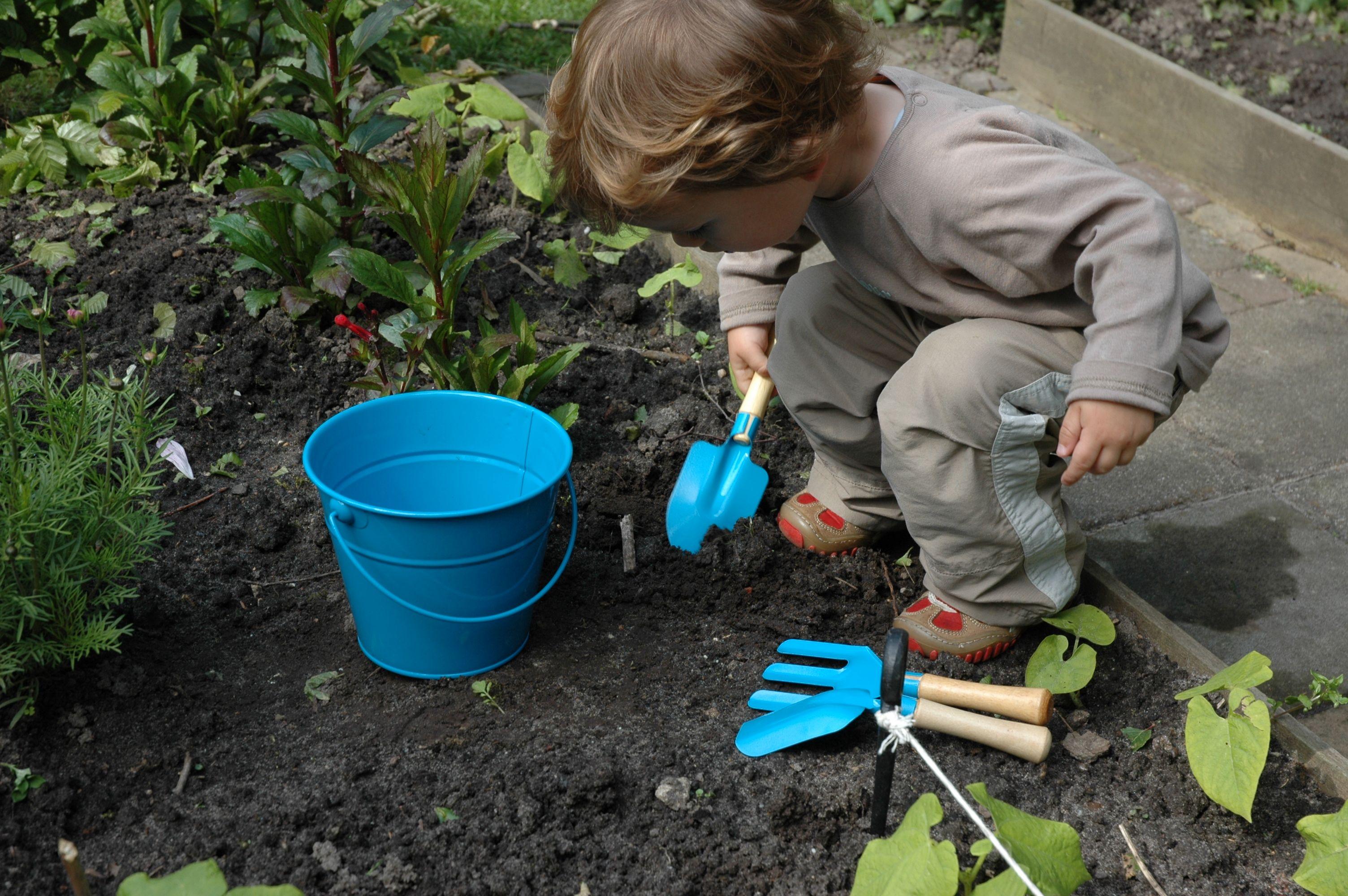 Jardiner avec les enfants ludique et pédagogique en mªme temps