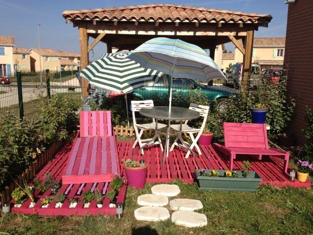 terrassengestaltung paletten ideen rosa boden sonnenliege sessel