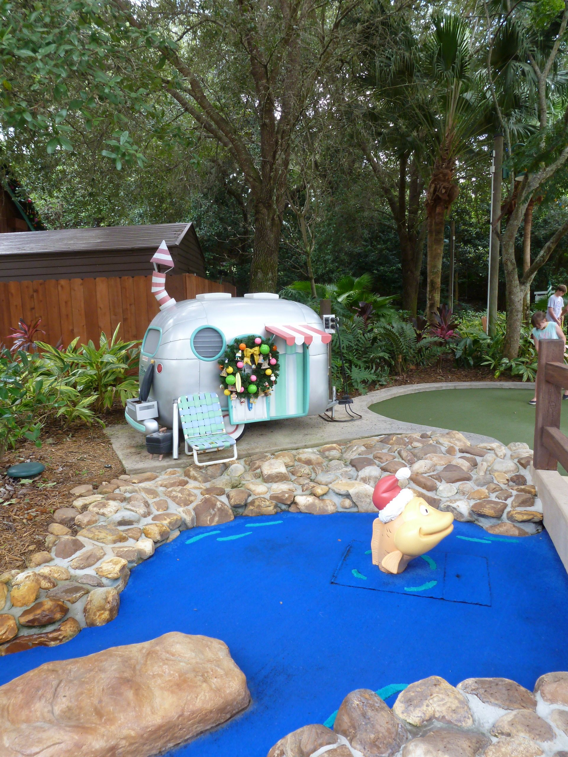 how to build a outdoor miniature golf course