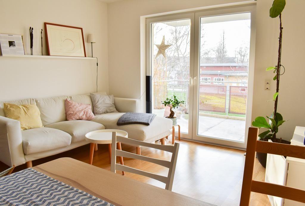 Helles stilvolles Wohnzimmer in Köln #Wohnzimmer #Wohnung - Wohnzimmer Grau Orange