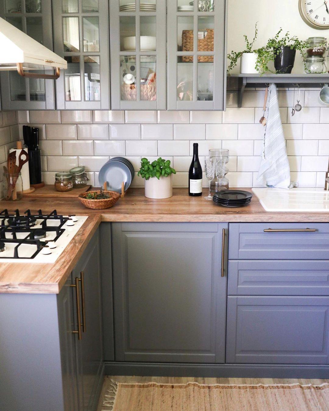 Carica Sveta Interior Home On Instagram Ves Kateri Je Najbolj Beden Filing Na Svetu Ko Si Prehlajen Sredi Poletj In 2020 Home Kitchens Kitchen Kitchen Cabinets