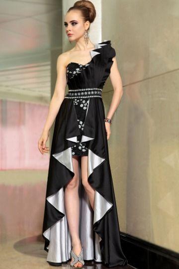 Robe noire longue derriere courte devant