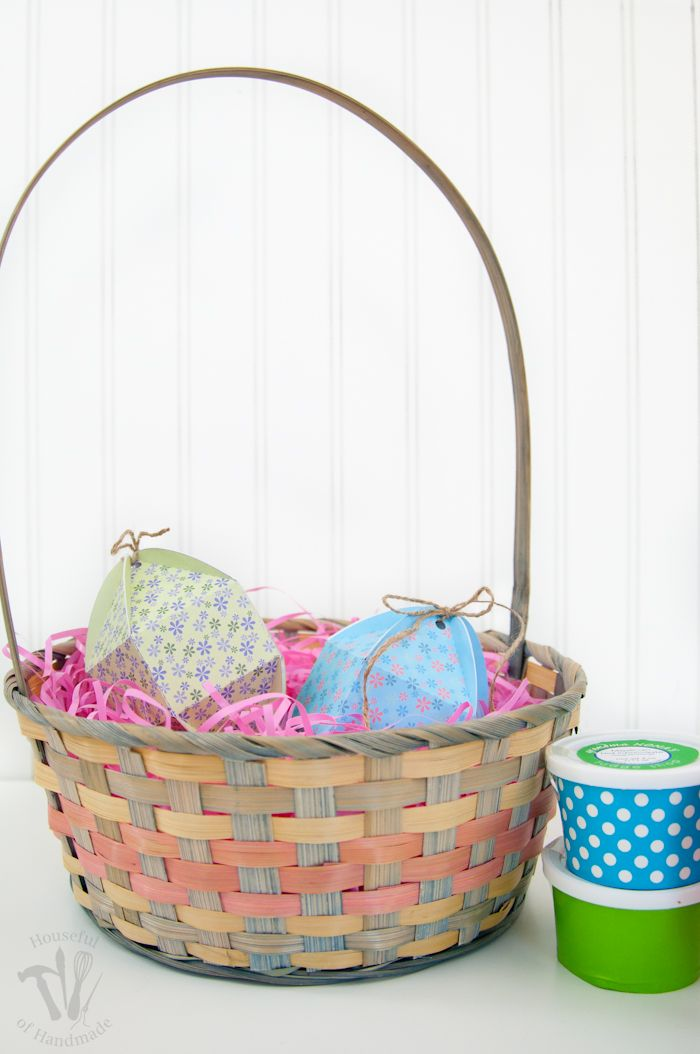 Free printable egg shaped boxes free printable easter baskets and egg whats easter without candy negle Images