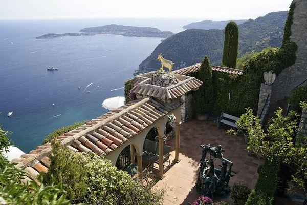 Le #Chateau de la #ChevredOr est une hôtel-restaurant de #luxe à la #gastronomie #mondialement réputée.